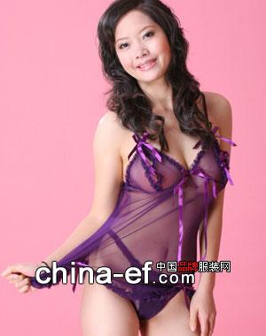 老熟女的奶子_紫色透明情趣内衣适合胸部丰满的熟女穿着哦